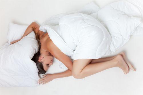 lova,miegoti,poilsis,mergaitė,balta,pavargęs,pagalvė,antklodė,antklodė,atsipalaiduoti,moteris,plikas,stargirl