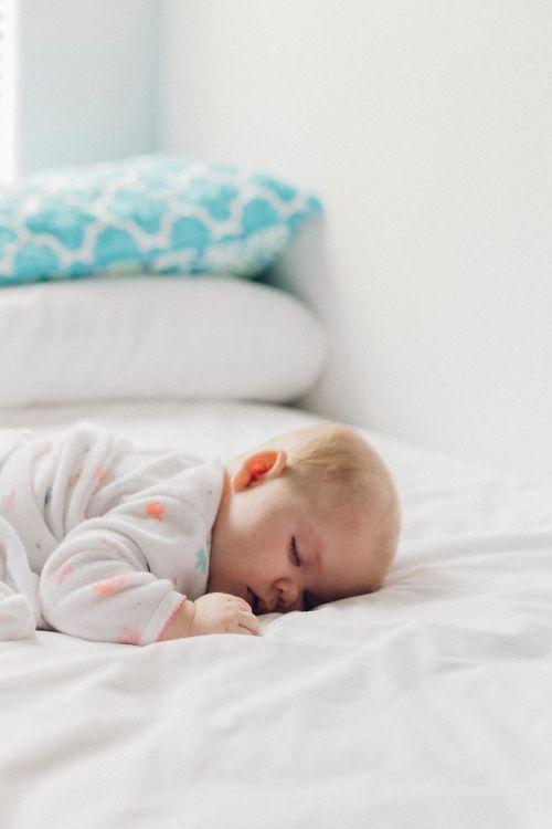 bedroom bed pillow