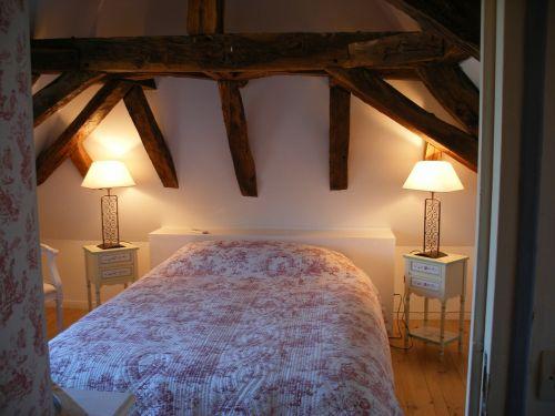 bedroom rustic eaves