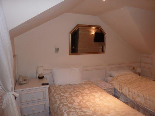 bedroom beds hotel