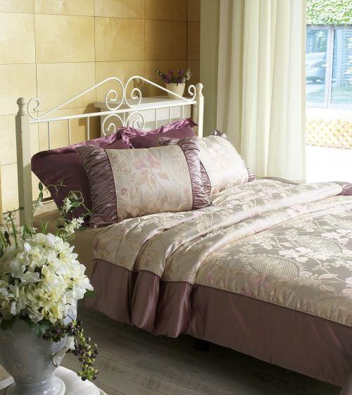 bedroom bed quilt