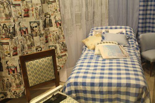 bedroom read pillows