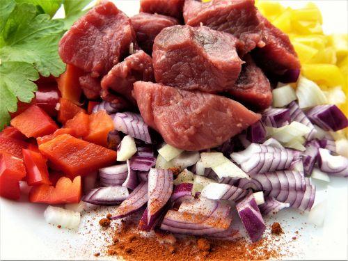beef paprika onion