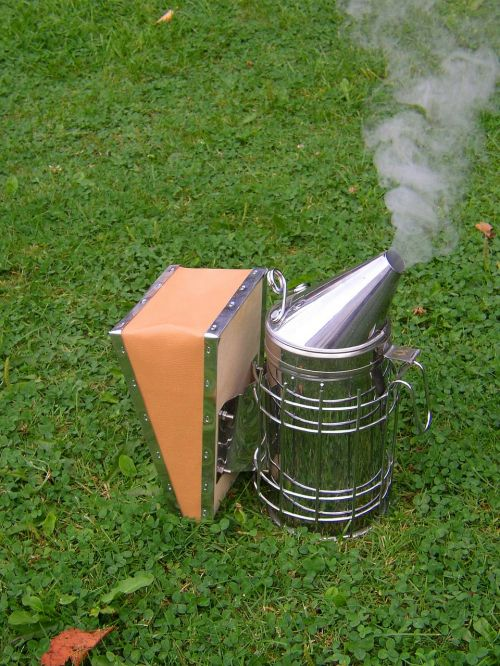 beekeeper smoker bee keeping
