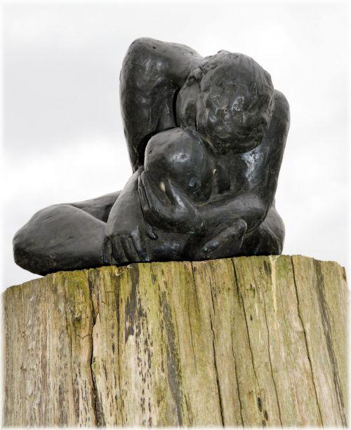 Statue Art 04; Grieving Woman 1