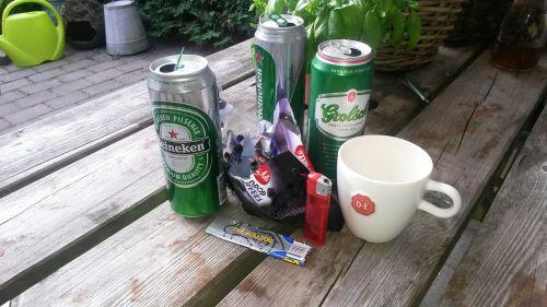 beer cans garden table unordnug
