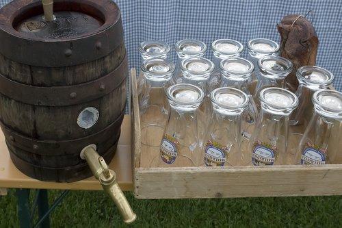 beer keg  wheat beer  beer glasses