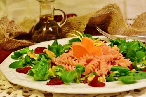 beetroot lamb's lettuce noodles