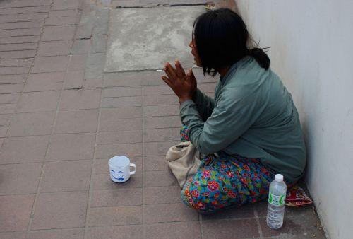 beggar woman help