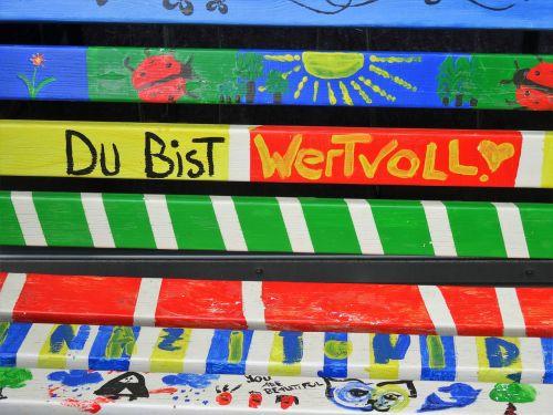 bench color praise