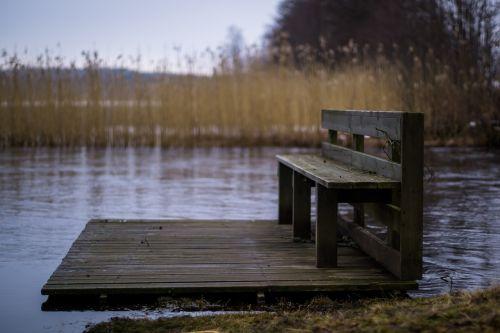 stendas,upė,gamta,lauke,šiaudai,žolė,vanduo,sėdynė,paniuręs,vienišas,kraštovaizdis,lauke