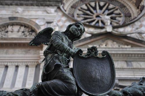 bergamo statue angel
