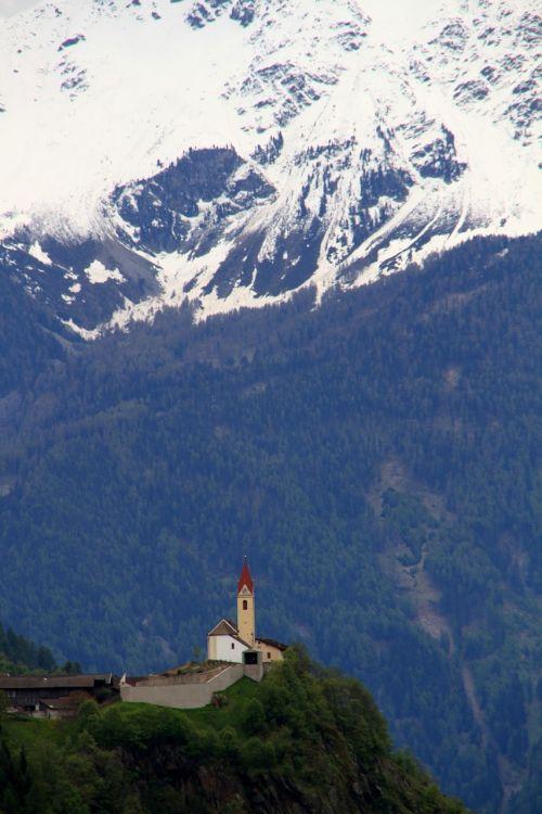 bergdorf church dolomites