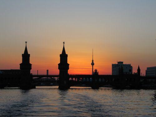 berlin oberbaumbrücke abendstimmung