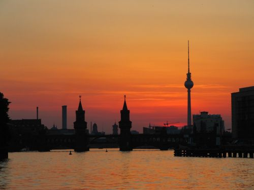 Berlynas,oberbaumbrücke,tv bokštas,abendstimmung,vakaras,dangus,šurprizas