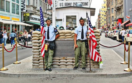 berlin checkpoint charlie border