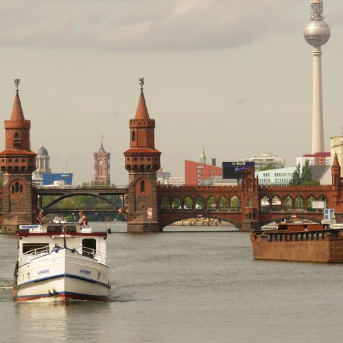 Berlynas,šurprizas,oberbaumbrücke,tiltas