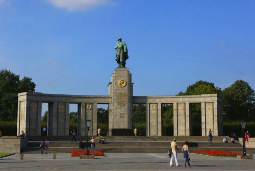 berlin russian memorial monument