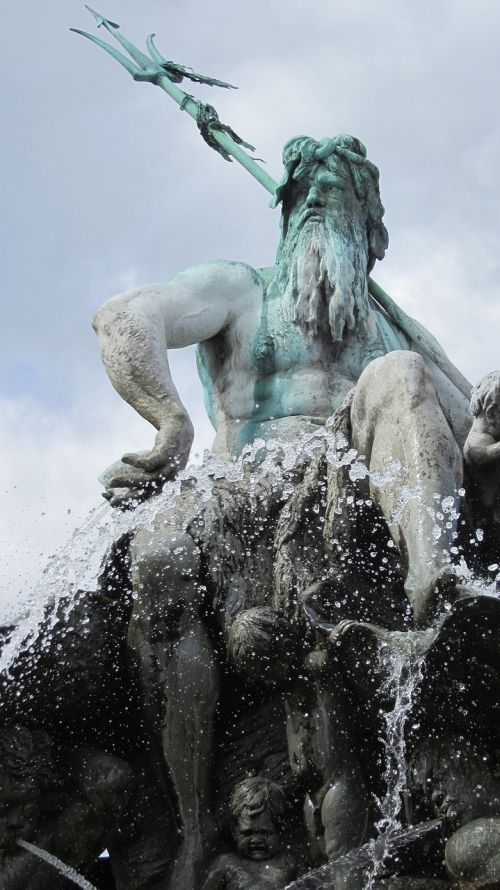 berlin alexanderplatz fountain of neptune