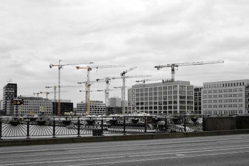 Berlynas,oberbaumbrücke,kranai,šurprizas,statybos kranai,pastatas,architektūra,statyti