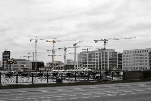 berlin oberbaumbrücke cranes
