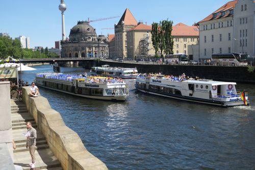 Berlynas,laivai,vanduo,saulėtas