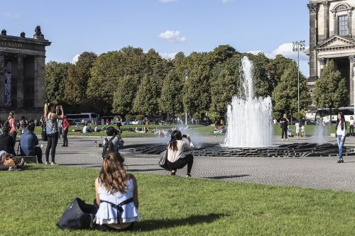 berlin pleasure garden fountain