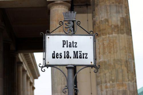 berlin brandenburg gate paris burst