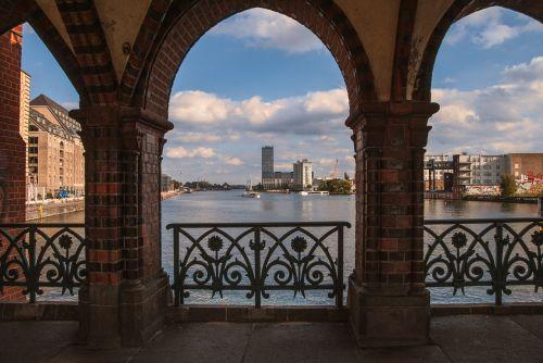 Berlynas, oberbaumbrücke, friedrichshain, kreuzberg, architektūra, kelionė, arka, pastatas, miestas, šurprizas, vaizdas, be honoraro mokesčio