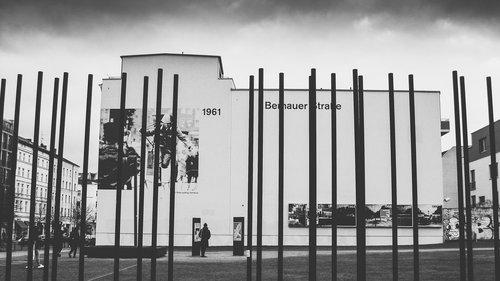 berlin  commemorate  berlin wall