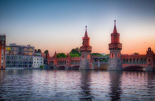 Berlynas, šėlsmas, Oberbaumbrücke, tiltas, vakare, kapitalas, Vokietija, architektūra, vandenys, upė, dangus, kelionė, Veidrodinis