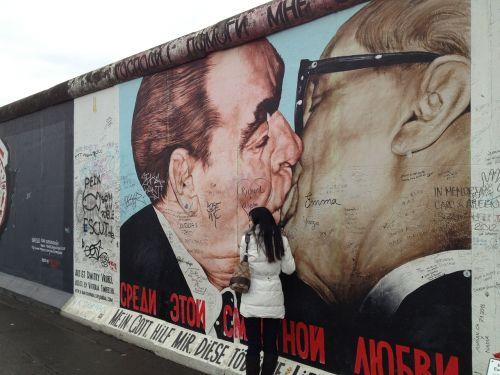 berlin wall kiss