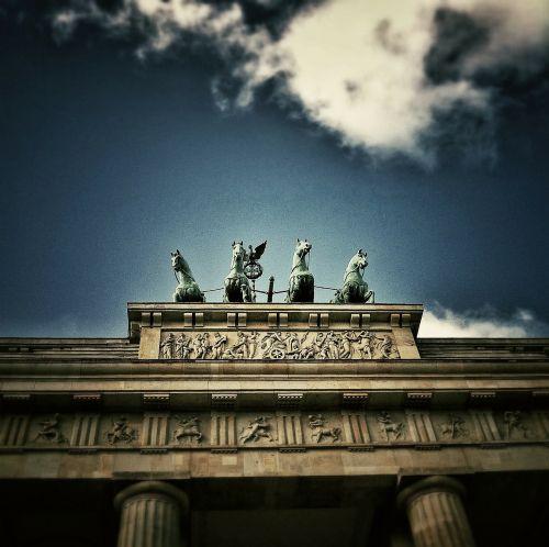 berlin brandenburg gate building