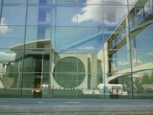 berlin mirroring architecture