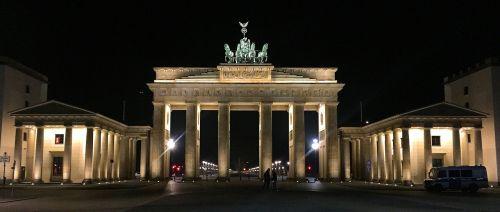 berlin brandenburg gate goal