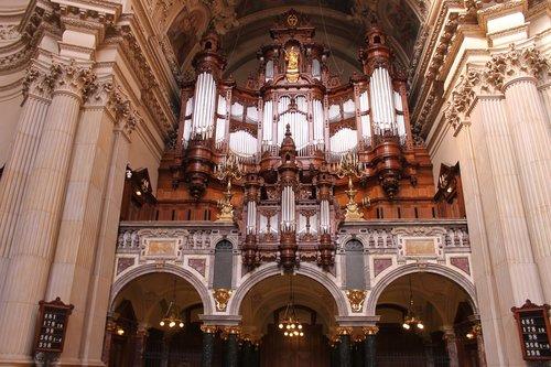 berlin cathedral  organ  berlin