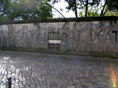 berlin wall fragment berlin