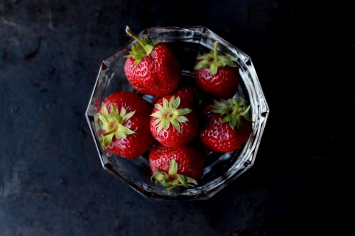 berries bowl close-up
