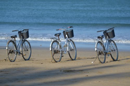 bicycle rental,beach,bicycle basket,myanmar