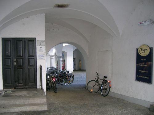 bicycles backyard bourgeois