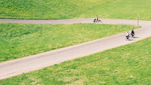dviračiai,dviračiai,dviračiu,laukas,žolė,žolės laukas,pievos,kraštovaizdis,pieva,gamta,lauke,ganykla,kelias,kelias,žmonės,kelias,kelio,kelias
