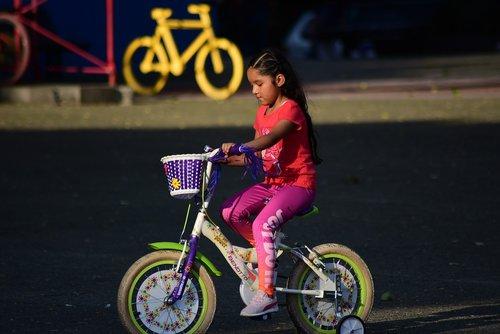 bicycles  girl  latino