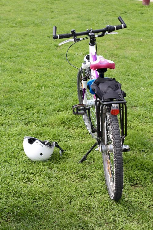 bike wheel helm
