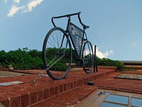 bike hauswand house facade