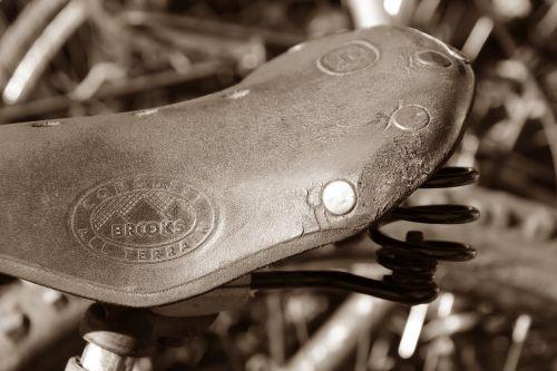 bike saddle feather