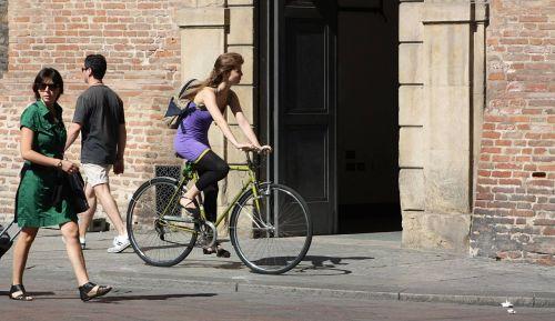 bike girl passers