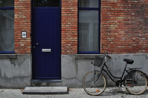 bike,bicycle,cyclist,park,autumn,door,house,brussels,city,belgium,windows,brick,building,architecture,free photos,free images,royalty free