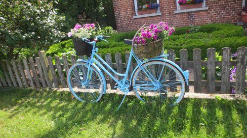 bike art garden