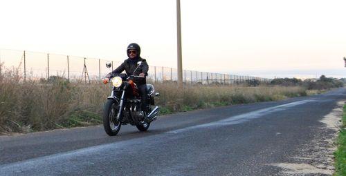 biker benelli 750