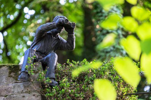 žiūronai,žiūrėti,stebėjimas,stebėti,stebėjimas,bonas,rinas,gamta,perspektyva,miškas,lapai,vyras,figūra,paminklas,sulaikymas,persekiotojas,paslėpta,slėpti,kamufliažas,paslėptas,matyti,vaizdas,atrodo,stebėti,stebėjimas,Reino upė